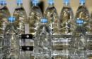 504434-des-bouteilles-d-eau-defilent-sur-un-tapis-roulant-dans-une-usine-de-production-d-eau-minerale