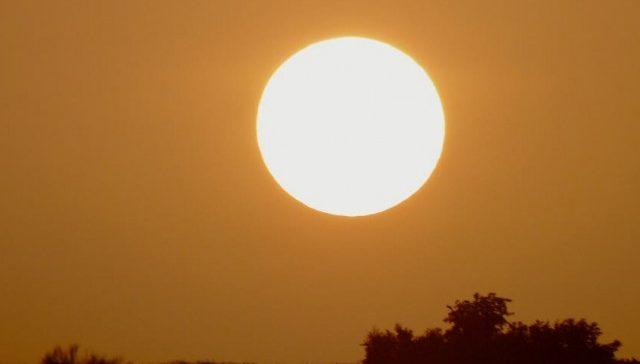 115798110-tombouctou-cercle-lever-de-soleil-orange-couleur-640x411-640x364