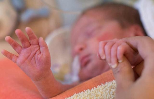 bebe-premature-couveuse-MAXPPP-1280