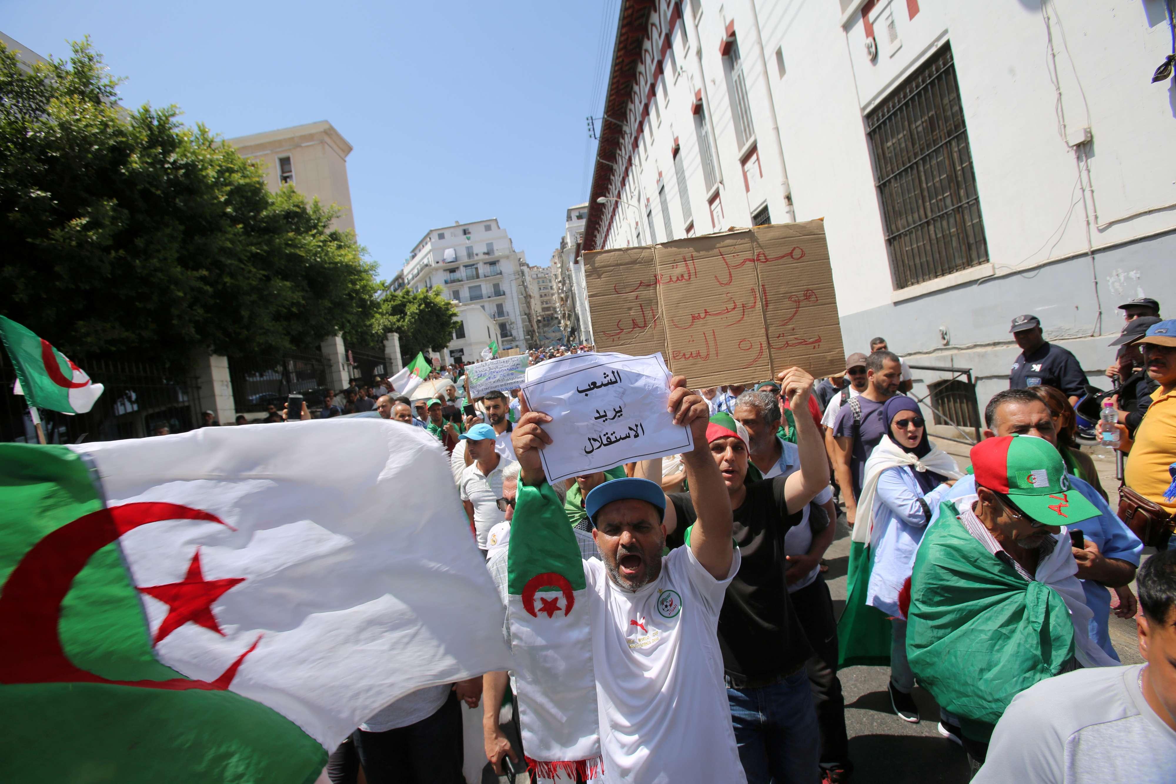 20190726175717reup--2019-07-26t175540z_473384191_rc19096ec900_rtrmadp_3_algeria-protests.h