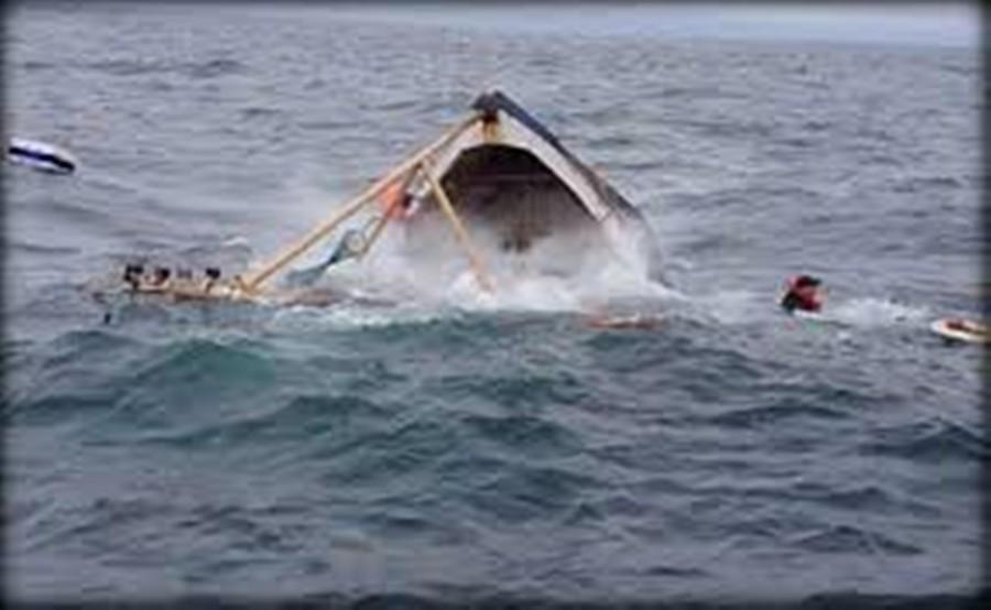 غرق قارب