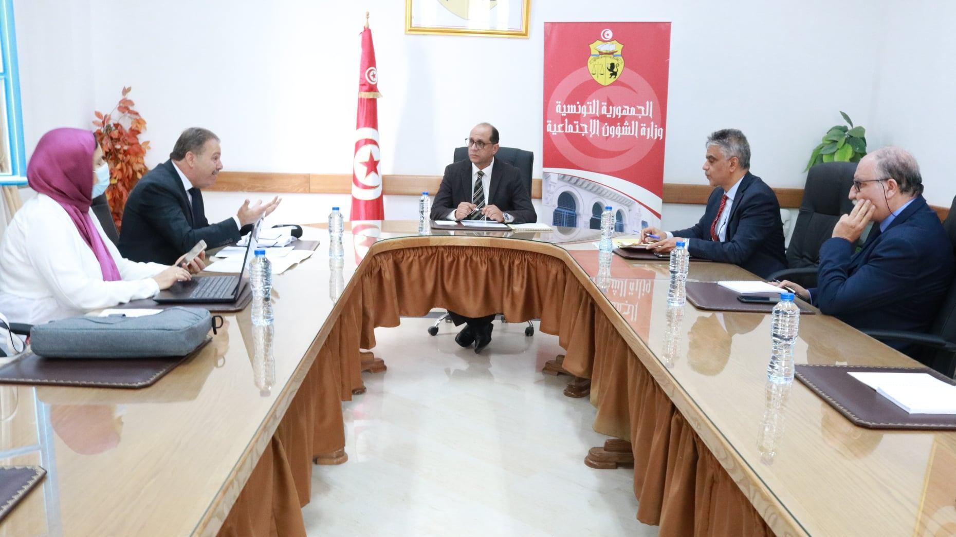 وزير الشؤون الاجتماعية جلسة